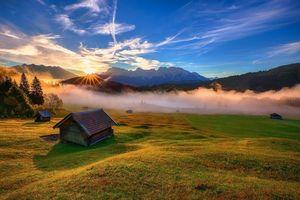 Фото бесплатно осенний день, закат, солнце, поле, домик, деревья, трава, осень