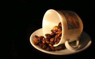 Бесплатные фото чашка,узор,блюдце,кофе,зерна,фон черный