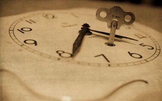 Бесплатные фото часы,циферблат,цифры,стрелки,ключ для заводки