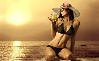 Бесплатные фото море, берег, закат, девушка, коктейль