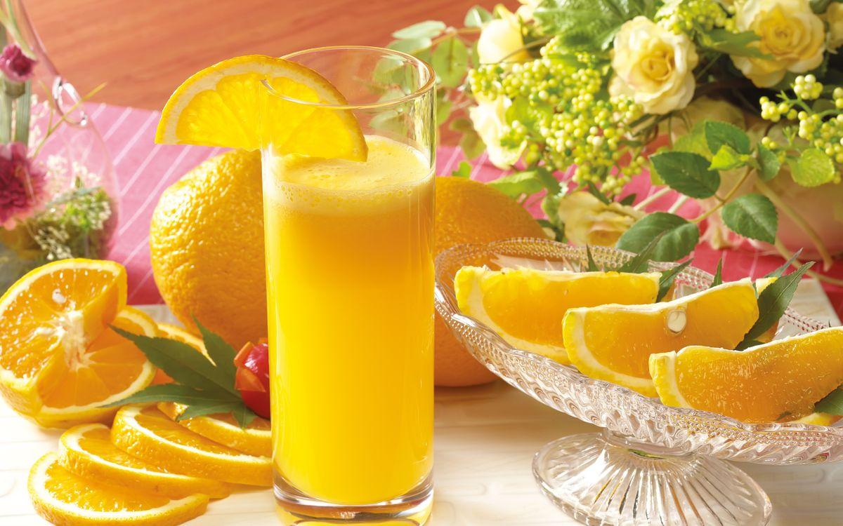 Фото бесплатно стакан, сок, фреш, апельсины, цветы, ваза, напитки