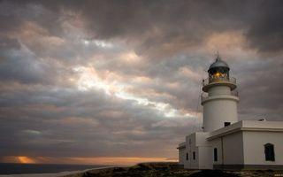 Фото бесплатно здание, маяк, башня, свет, небо, облака
