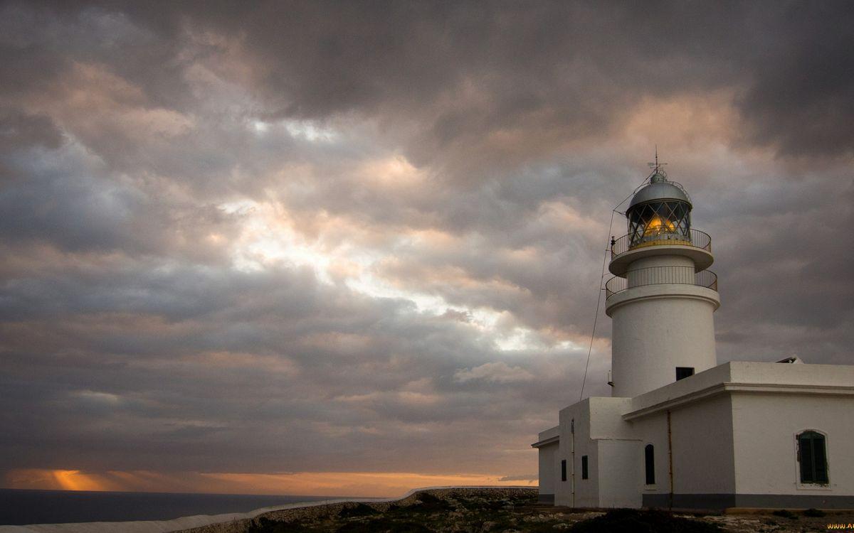 Фото бесплатно здание, маяк, башня, свет, небо, облака, пейзажи