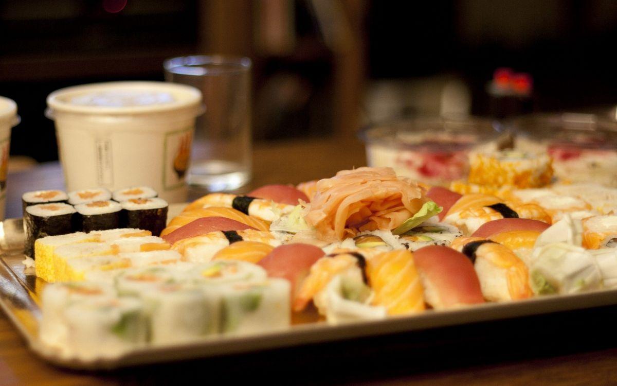 Обои суши, роллы, рыба, рис, блюдо на телефон   картинки еда