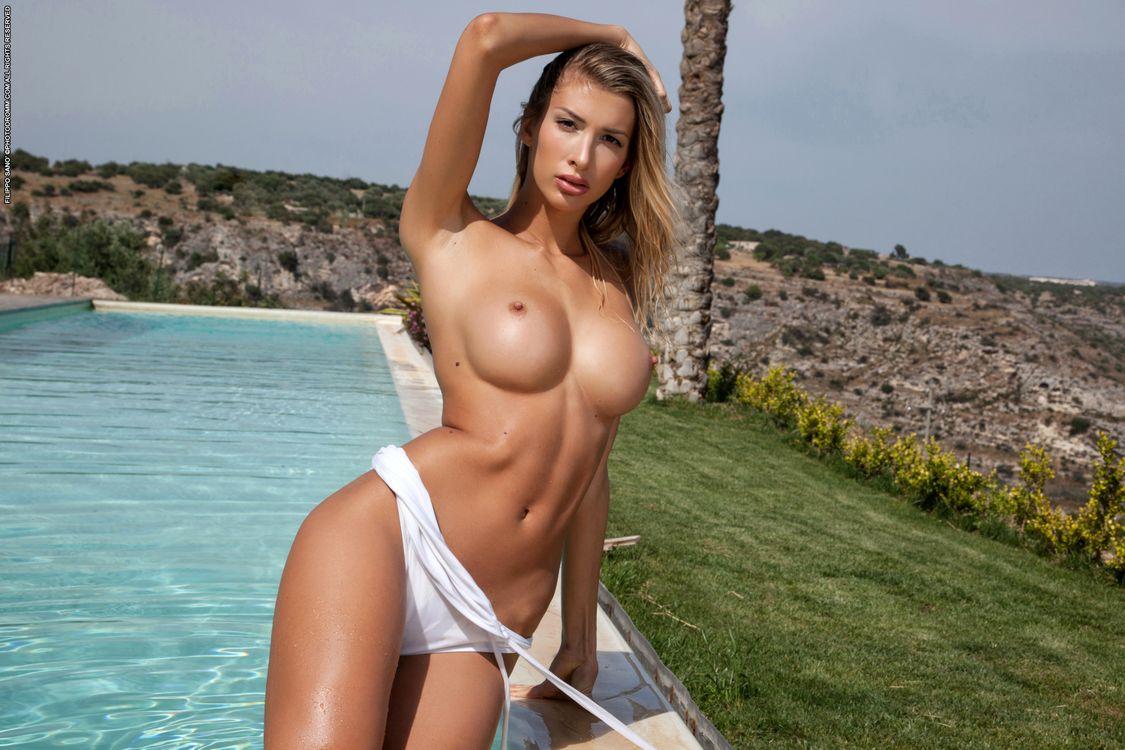 Топ голые девушки