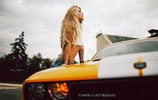Фото бесплатно блондинка и автомобиль, машина, желтая