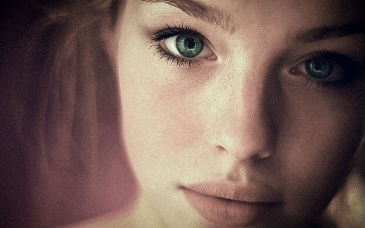 Фото бесплатно девушка, черты лица, зеленые глаза - на рабочий стол