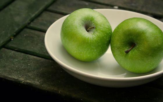 Фото бесплатно Зеленые яблоки, тарелка, стол