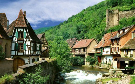 Бесплатные фото городок,дома,окна,крыши,река,растительность,горы