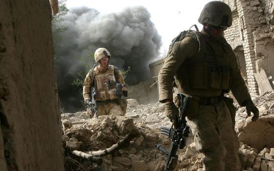 Бесплатные фото военные,мужчины,оружие,разрушенные здания