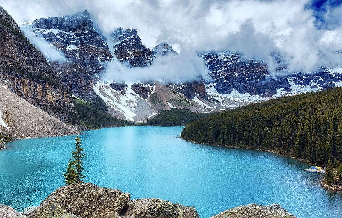 Free photo Moraine Lake, Banff National Park, Alberta - to desktop