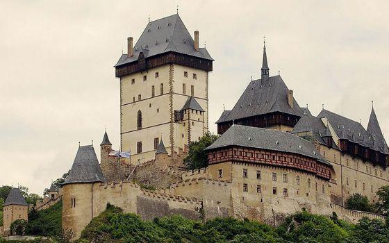 Бесплатные фото замок,крепость,крыши,шпили,стены,растительность