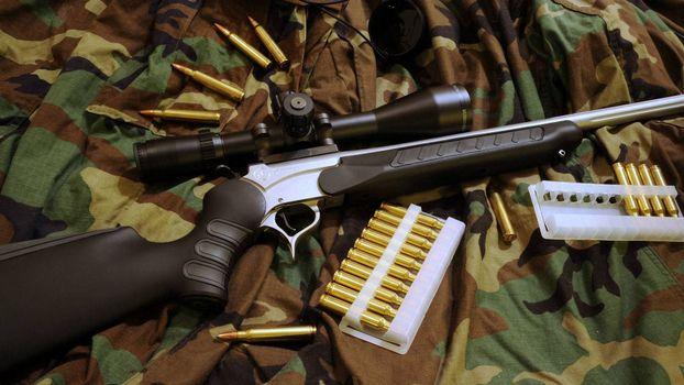 Бесплатные фото винтовка,ствол,прицел,оптика,курок,приклад,патроны,камуфляж