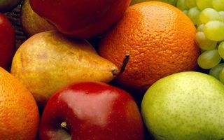 Photo free vitamins, grapes, oranges