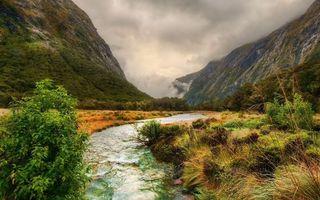 Бесплатные фото горы,ущелье,трава,кустарник,ручей,облака