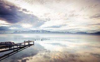 Фото бесплатно озеро, мостик, пристань, дымка, горы, вершины, снег, небо, облака