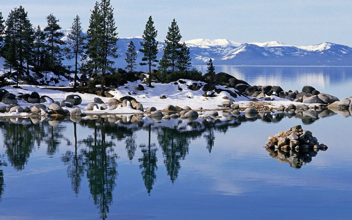 Фото бесплатно зима, озеро, отражение, камни, деревья, снег, горы, небо, пейзажи