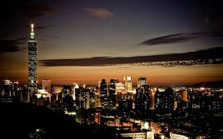 Бесплатные фото ночь,дома,небоскребы,здания,огни,небо,облака