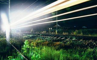 Бесплатные фото ночь,железная дорога,рельсы,шпалы,трава,столбы,провода