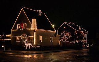Бесплатные фото ночь,улица,фонарь,дома,гирлянды,подсветка