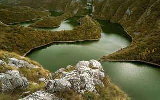 Фото бесплатно горы, камни, валуны, трава, деревья, река