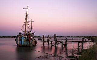 Бесплатные фото старое рыбацкое судно,мостик