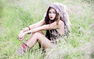 Бесплатные фото девушка, поле, индейка, перья