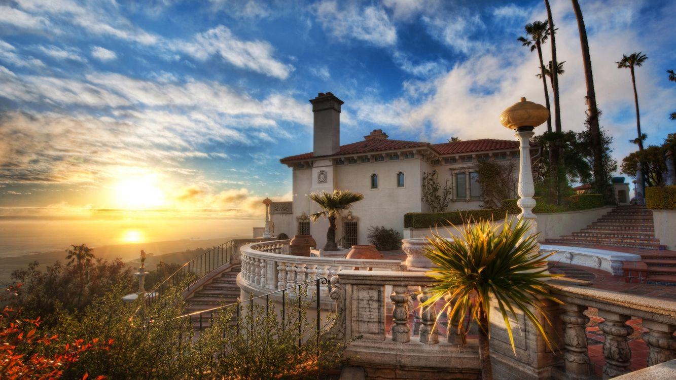 Фото бесплатно дом, вилла, лестницы, перила, растительность, небо, солнце - на рабочий стол