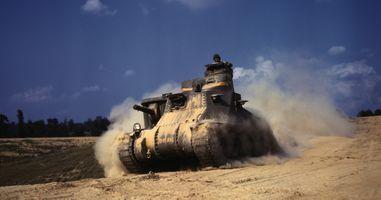 Фото бесплатно m3 lee, танк, старинный, броня, гусеницы, песок, пыль