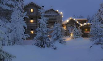 Photo free house in the forest, winter, snowdrifts