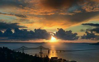 Бесплатные фото вечер,берег,строения,растительность,море,мост,горизонт
