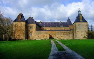 Бесплатные фото замок,крепость,крыши,стены,деревья,трава,дорога