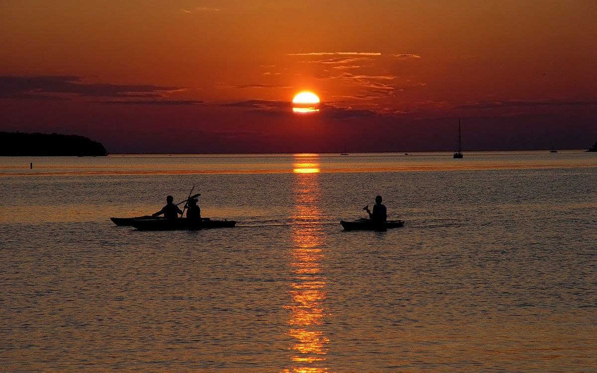 Фото бесплатно море, лодки, люди, закат, солнце, небо, разное