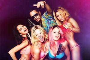 Бесплатные фото Отвязные каникулы, фильм, Selena Gomez, Spring Breakers, bikini, girls, hot