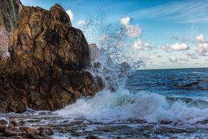 Бесплатные фото море,океан,волны,брызги,скалы,пейзаж