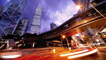 Заставки ночь,дорога,автомобили,переход,дома,здания,небоскребы