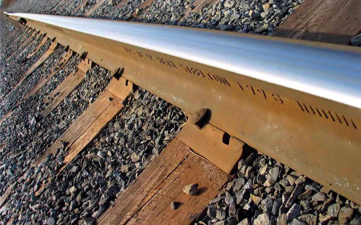 Фото бесплатно железная дорога, рельсы, металл, шпалы, дерево, гравий, разное