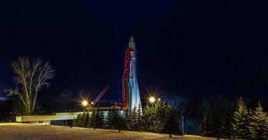 Бесплатные фото Калуга,Россия,ракета,Восток,СССР,космос,ночь