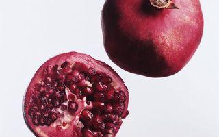 Заставки ягода,гранат,зерна,витамины,фон белый