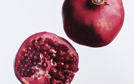 Бесплатные фото ягода,гранат,зерна,витамины,фон белый