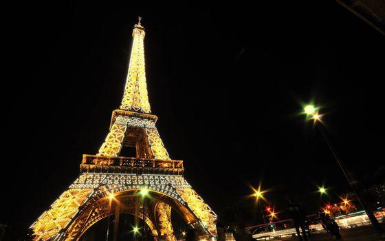 Бесплатные фото ночь,Париж,Эйфелева башня,фонари,подсветка,достопримечательность