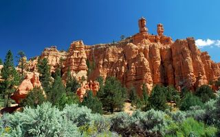 Фото бесплатно горы, песчаники, деревья, кустарник, небо, облака