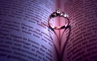 Бесплатные фото книга,страницы,буквы,кольцо,украшение,тень,сердце