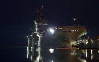 Бесплатные фото ночь,море,корабль,авианосец,огни,порт,пристань