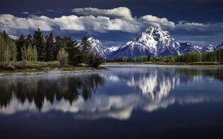 Заставки река,отражение,лес,деревья,горы,снег,небо