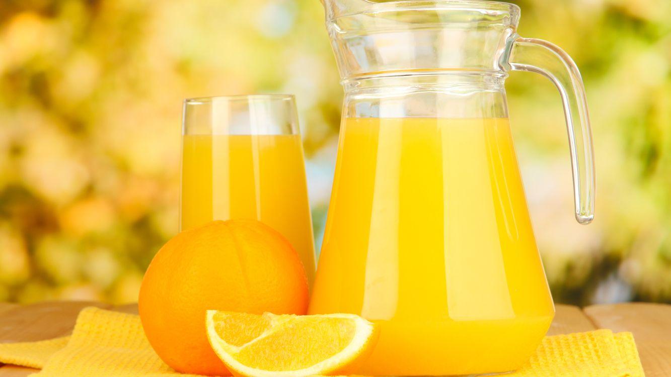 Фото бесплатно сок, графин, стакан, стекло, апельсин, долька, напитки - скачать на рабочий стол