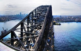 Заставки море, мост, конструкция, автомобили, движение, яхты, берег, дома, здания, высотки