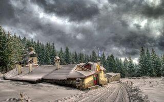 Бесплатные фото загородный дома,сугробы,зима,елки,лес