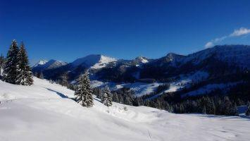 Бесплатные фото зима,горы,снег,сугробы,деревья,небо