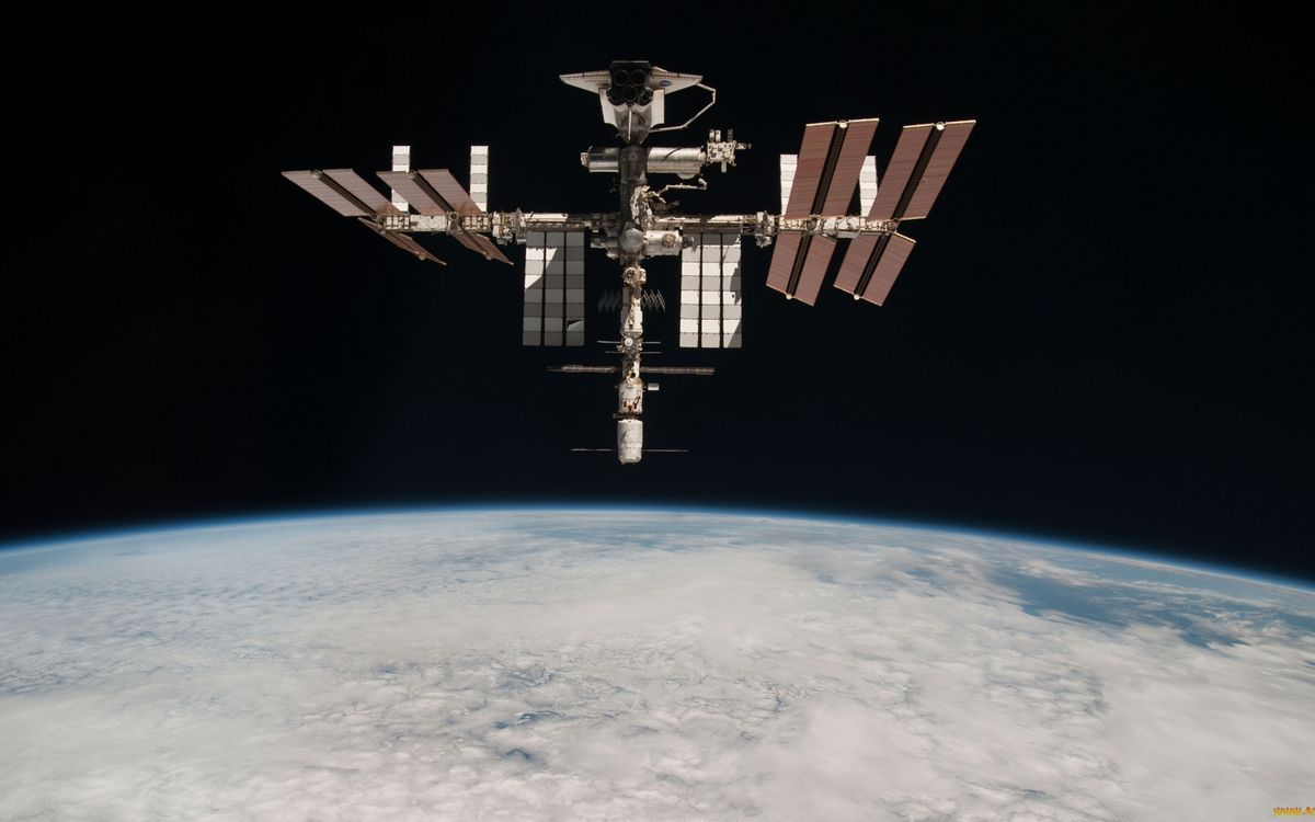 Фото бесплатно космическая станция, мкс, солнечные батареи, невесомость, орбита, планета, земля, космос